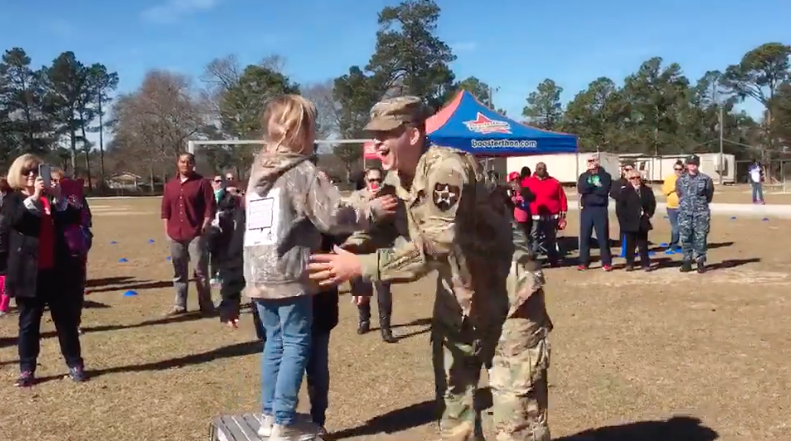 Video Soldier Surprising Daughter at a Fun Run