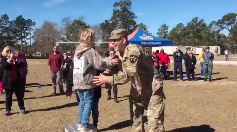 Video Soldier Surprising Daughter at a Fun Run
